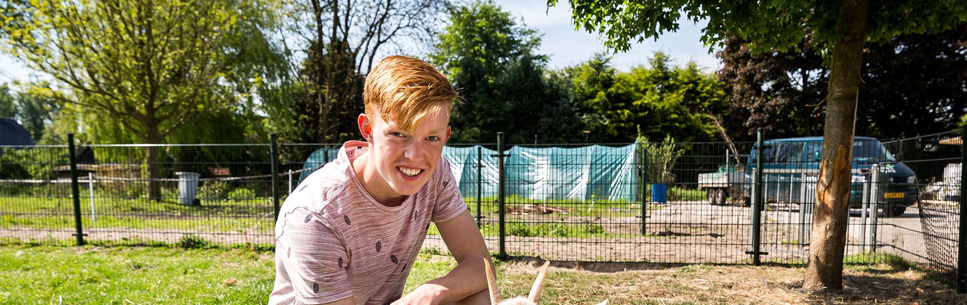 VMBO Nijkerk jongen bij geit